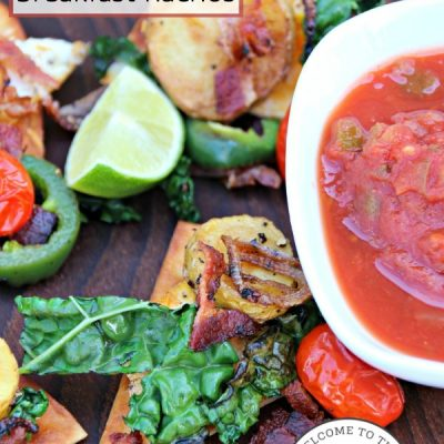 Looking for a delicious breakfast with a Mexican twist? Try these yummy Mexican breakfast nachos! :: welcometothefamilytable.com