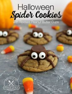 Looking for an adorable, fun, and tasty Halloween treat to make with your family? Check out these Halloween Spider Cookies! :: welcometothefamilytable.com