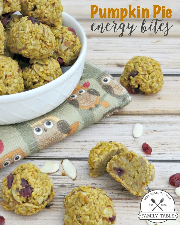 Do you need a healthy snack that will also give you some energy? If so, these Pumpkin Pie Engery Bites are just the solution! :: welcometothefamilytable.com
