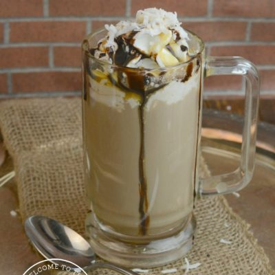Do you like coffee, chocolate, and caramel? Then this chocolate coconut caramel latte is just for you! :: welcomethefamilytable.com